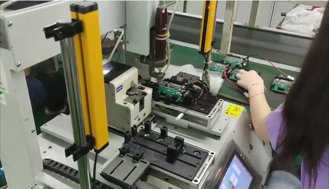 Automatic screw machine makes work more efficient and convenient